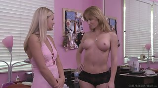 The man mature blonde lesbian babes Angela Sommers plus Scarlet In flames