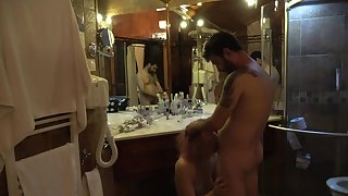 Mature lady fucked after shower anent front of the mirror !