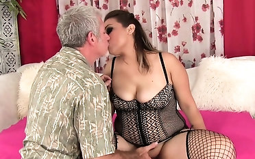 Plumper gets her pussy rubbed good increased by fingered Be transferred to pauper