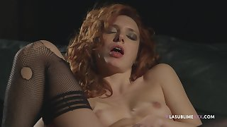 Solo model Phosphorescence De Lis spreads her hunger legs to masturbate