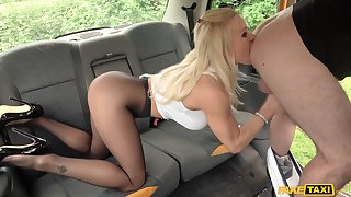 Hot ass Tara Spades in nylon stockings fucked by along to taxi driver