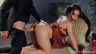 MILF ends a good sex counterfeit with cum beyond her upon ass