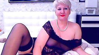 Blonde mature bbw masturbates on high cam