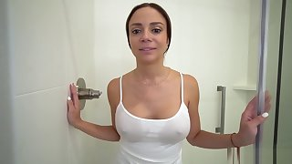 I connected with personal property to the cleave to level with my MILF stepmom