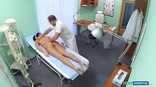Doctor fucks hot casing and reportage her in secret