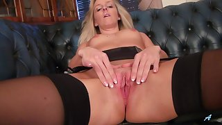 Provocative blondie Skye Taylor drops her black lingerie to masturbate